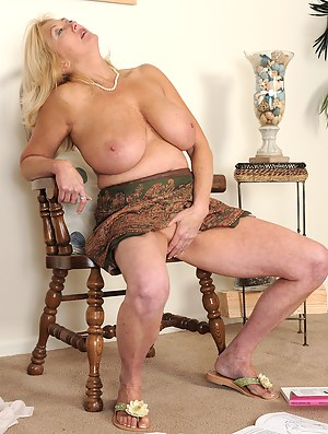 Big Boobs Masturbation Porn Pictures